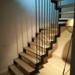 Metaliniai laiptai su turėklais