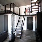 Antresolės konstrukcija, laiptai, turėklai